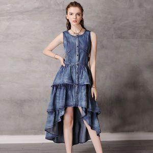 Blue long wide wrinkles bottom sleeveless dress
